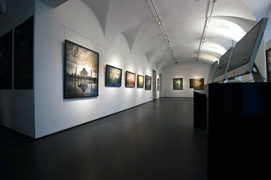 Andreas_H._Bitesnich_India_exhibition_Vienna_2011-10879