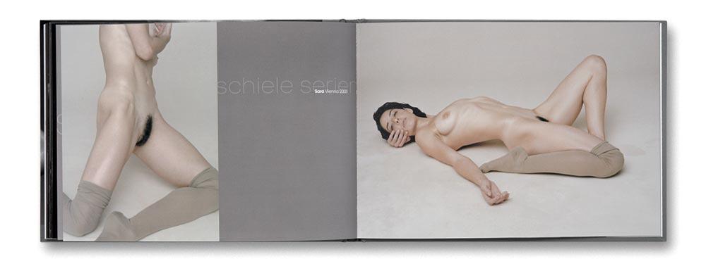 Andreas_H._Bitesnich_Akt_auf_Marke_book_17