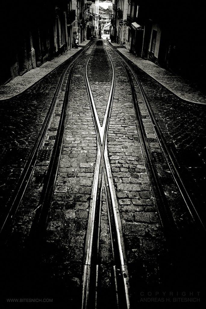 Andreas_H_Bitesnich-Crossing_tram_tracks-Lisbon-2018_2321