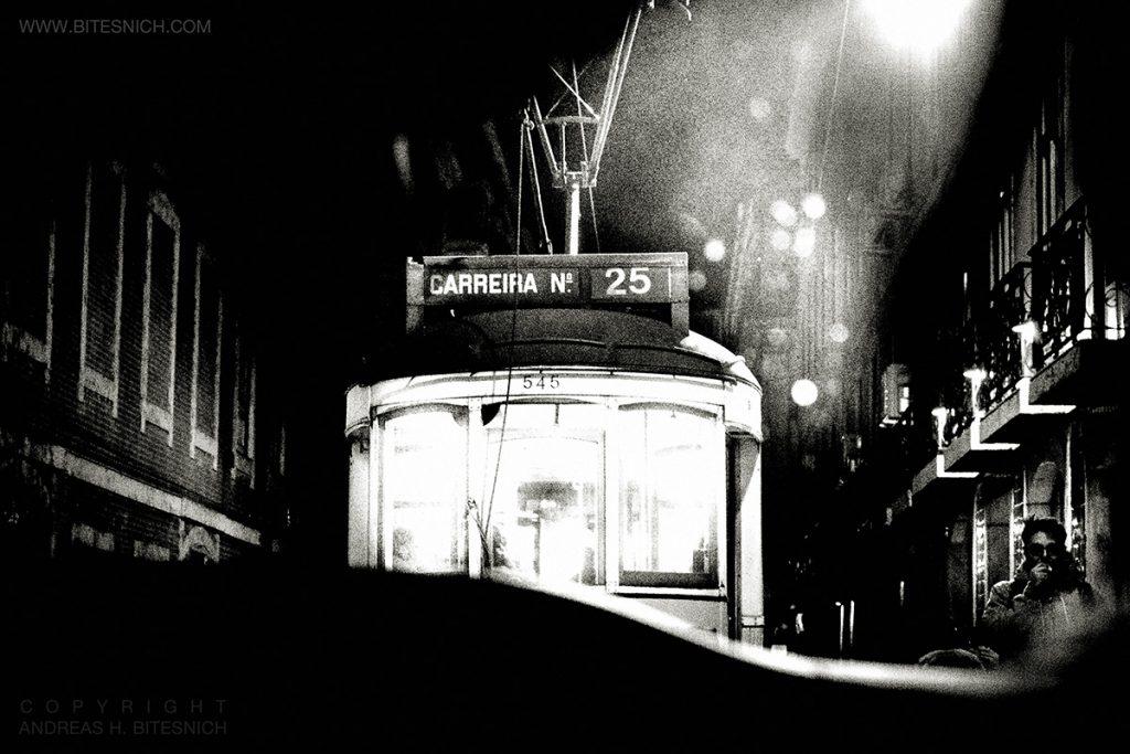 Andreas_H_Bitesnich-Tram_line_25-Lisbon-2019_2926