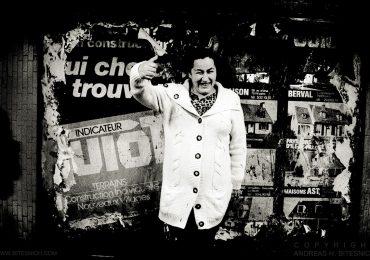 Happy lady, Paris 2012
