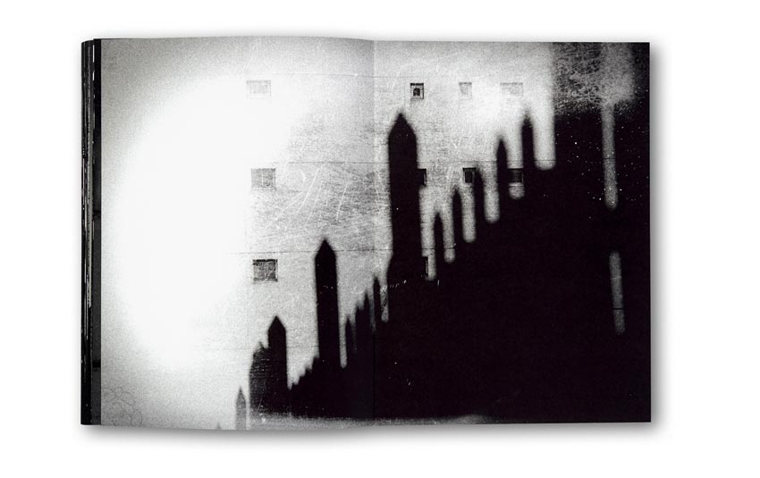 Andreas_H._Bitesnich_Deeper_Shades_Paris_book_2466